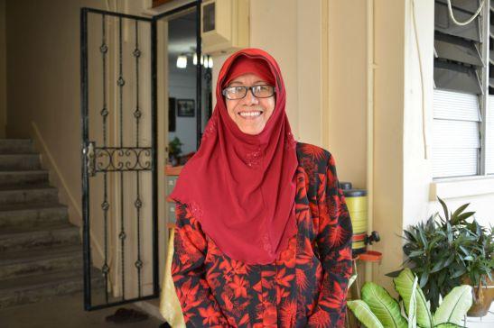 Makcik Saniah, 74